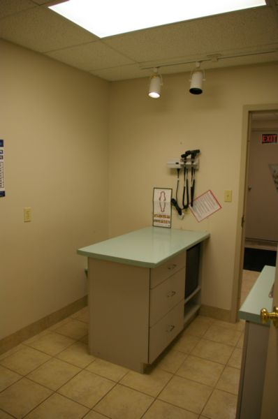 Examination room at Dresden Veterinary Clinic